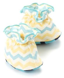 Pranava Organic Cotton Zigzag Print Booties - Yellow & Blue