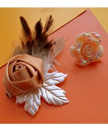 Pretty Ponytails Rose Pearl Plumes Carved Rose Ring - Gold