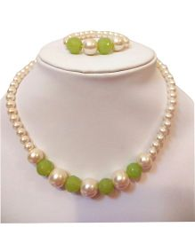 Tiny Closet Pearl Necklace And Bracelet Set - Lime Green