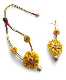 Soulfulsaai Ethnic Gota Flower Pearl Edging Necklace Maang Teeka - Yellow