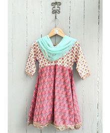 Frangipani Long Sleeves Anarkali Kurti Leggings & Dupatta Set - Pink And Green