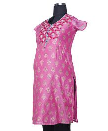 Kriti Ethnic Maternity Half Sleeves Kurta With All Over Print - Fuchsia