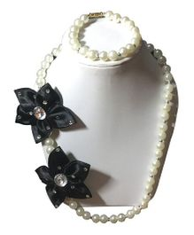 Daizy Pearls Necklace And Bracelet Set With Flowers - White & Black