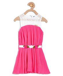 612 League Sleeveless Pleated Dress With Lace Yoke - Pink