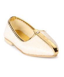 Ethniks Neu Ron Traditional Ethnic Mojari Shoes - Cream