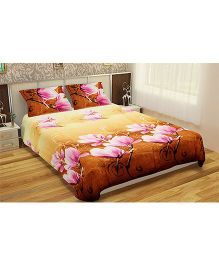 Home Union Double Bedsheet With 2 Pillow Covers - Yellow & Brown