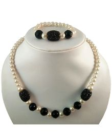 Tiny Closet Pearls Necklace & Bracelet Set - Black