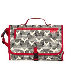 Skiphop Pronto Mini Changer Hearts Print - Black Red
