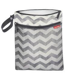 Skiphop Grab & Go Wet Dry Bag Chevron Print - Grey White