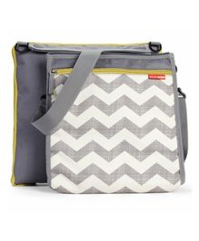 Skiphop Central Park Outdoor Blanket And Cooler Bag Chevron Print - Grey White