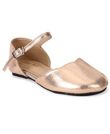Bee Bee Vibrant & Glossy Sandals - Golden