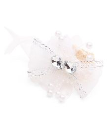 Sweet Berry Net Bow With Pearls Wrist Band - White