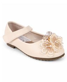 One Friday Stylish Shoes With Flower Applique - Off White