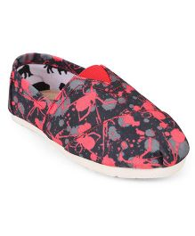 One Friday Spider Printed Shoes - Pink