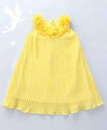 Soul Fairy Pleated Dress With Flowers On The Neckline - Yellow