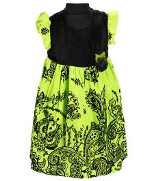 Pixi Beautiful Fit & Flared Dress - Black & Green