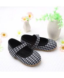 LCL By Walkinlifestyle Mary Jane Shoes Checks Design - Black & White