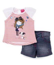 Button Noses Half Sleeves Striped T-Shirt And Shorts Butterfly Print - Peach