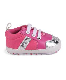 Cute Walk by Babyhug Booties Stars Print - Fuchsia