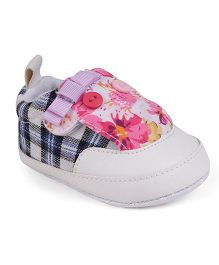 Cute Walk by Babyhug Booties Checks & Floral Pattern - Blue