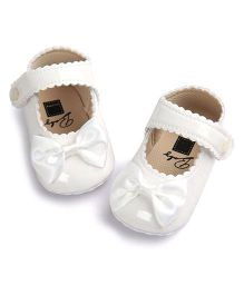 Wow Kiddos Bow Applique Crib Shoes For First Walkers - White
