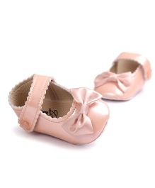 Wow Kiddos Bow Applique Crib Shoes For First Walkers - Peach
