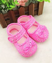 Wow Kiddos Bow Applique Soft Crib Shoes For First Walkers - Pink