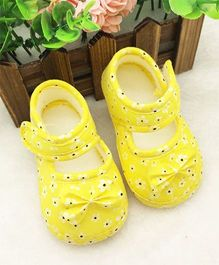 Wow Kiddos Bow Applique Soft Crib Shoes For First Walkers - Yellow