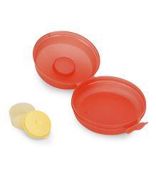 Tupperware Round Sandwich Keeper - Red