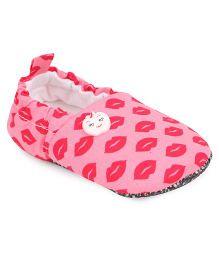 Jute Baby Booties Lips Print - Pink