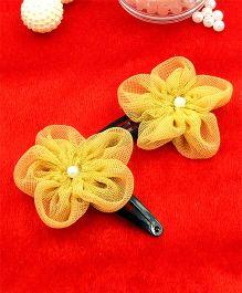 Magic Needles Fancy Triangular Tic Tac Hair Clips With Net Flower - Beige