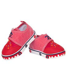 77 Seventy Seven Baby Canvas Shoes With Animal Face Applique - Red