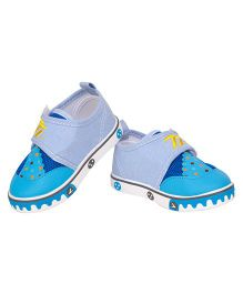 77 Seventy Seven Baby Canvas Shoes With Animal Face Applique - Sky Blue