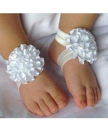 Akinos Kids Flower Walker Barefoot Sandal - White