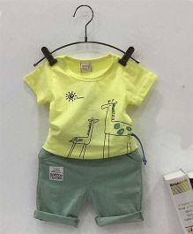 Aww HunnieGiraffe Printed Tee & Shorts Set - Yellow & Green