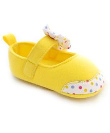 Wow Kiddos Bow Appllique Maryjane Style Booties - Yellow