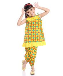 Little Pockets Store Printed Frilled Top And Capri Night Suit - Yellow