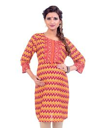 Kriti Chevron Print Maternity Kurta With Cambric Zippers - Red Orange
