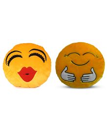 Deals India Kiss And Hugging Smiley Cusion Set Of 2 - Yellow