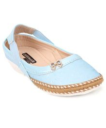 Cute Walk by Babyhug Sandals With Back Strap - Blue