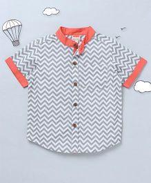 Hugsntugs Chevron Print Shirt With Contrast Chinese Collars - Grey & White
