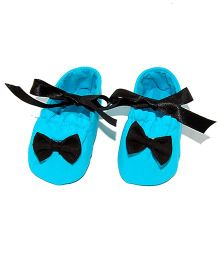 SnugOns Tie Up Booties With A Bow - Light Blue