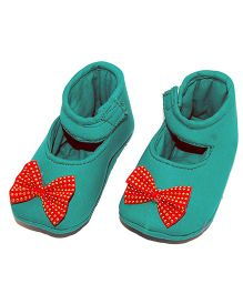 SnugOns Booties With A Bow Applique - Green