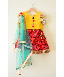 Tu Ti Tu Bandhni Print Cold Shoulder Lehenga Choli - Yellow & Red