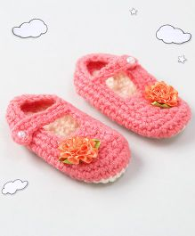 The Original Knit Flower Design Booties With Pearl Button - Peach