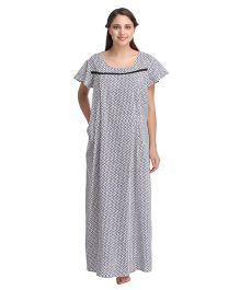 Clovia Half Sleeves Chevron Print Maternity Nursing Nighty - White