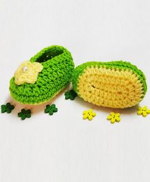 Creativecrochet Star With Pearl Applique Booties - Green & Yellow