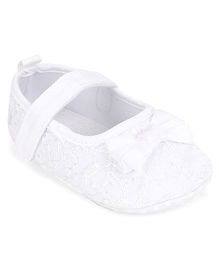 Cute Walk by Babyhug Booties Velcro Closure Bow Applique - White