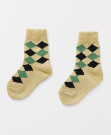 Model Diamond Shape Design Woollen Socks - Lemon Yellow