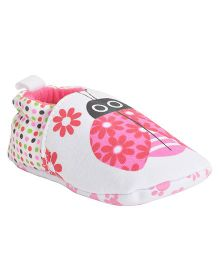 Kiwi Bug Print Booties - Pink & White